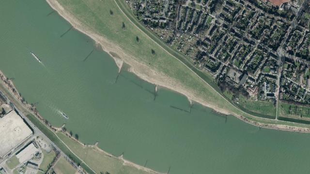Der Rhein bei Duisburg-Beekerwerth