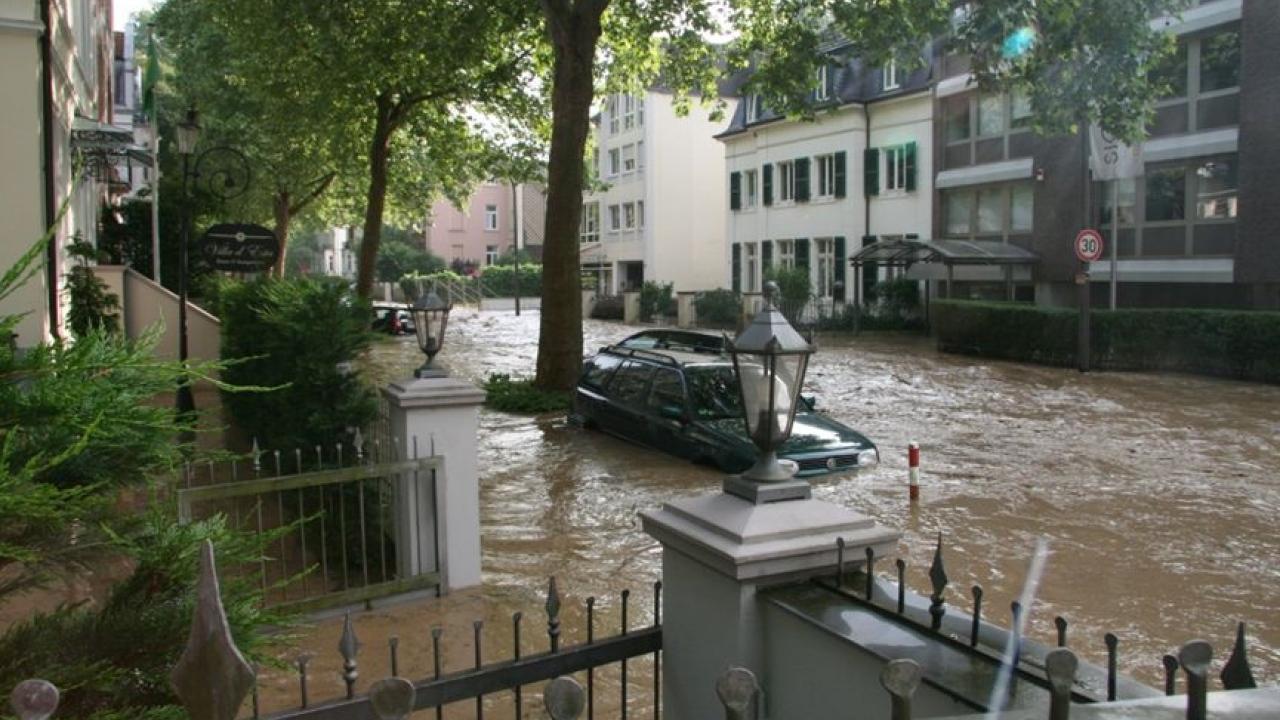ueberschwemmung_brunnenallee.jpg