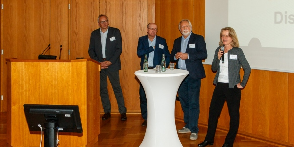 Die Referenten in der Diskussion mit dem Publikum